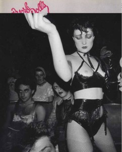 Figura 8. †, Siouxsie Sioux al the Screen On The Green, 29 agosto 1976.