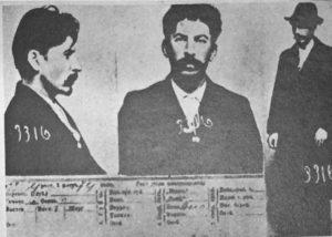 Fig. 4- Scheda segnaletica della polizia zarista riguardante Iosif Vissarionovič Džugašvili (Stalin)